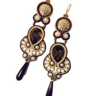 Orecchini doppi color oro e bordeaux con bottoni stella alpina dorati e gocce corniola scura tecnica soutache