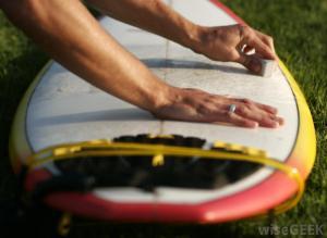 Como passar parafina na prancha de surf
