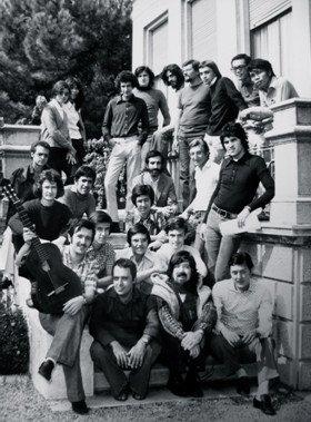 Settembre 1973, prima edizione degli Incontri chitarristici di Gragnano. Foto di gruppo: in prima fila siedono Gianluigi Fia, Oscar Ghiglia e Ruggero Chiesa