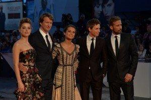 Il cast di Danish girl sul red carpet di Venezia72: Amber Heard, Tom Hooper, Alicia Vikander, Eddie Redmayne, Martin Schoenharts. Foto Valentina Zanaga