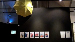 """Precious Umbrella di Tash Norbu e le vignette """"Tibet .. c'è poco da ridere"""" al Padiglione Tibet, Castello Visconteo di Pavia, 2016 (foto Archivio Padiglione Tibet)"""