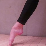 Pointed foot a terre