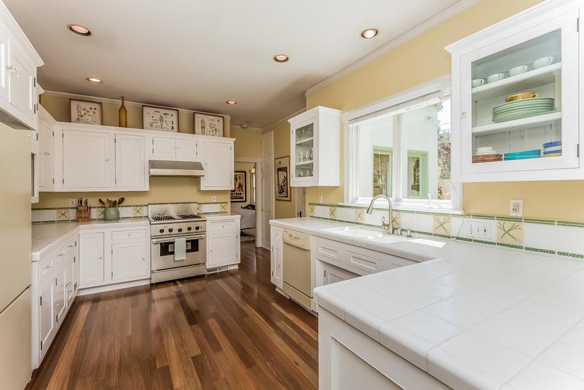 015-Kitchen-1096019-mls
