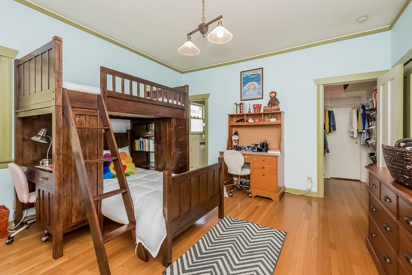 024-Bedroom-1096048-mls