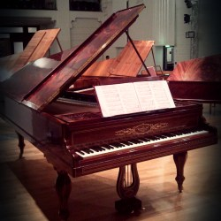 Five fortepianos 7