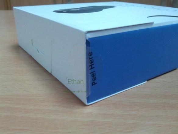 กล่อง Chromecast ด้านซ้ายและด้านบน