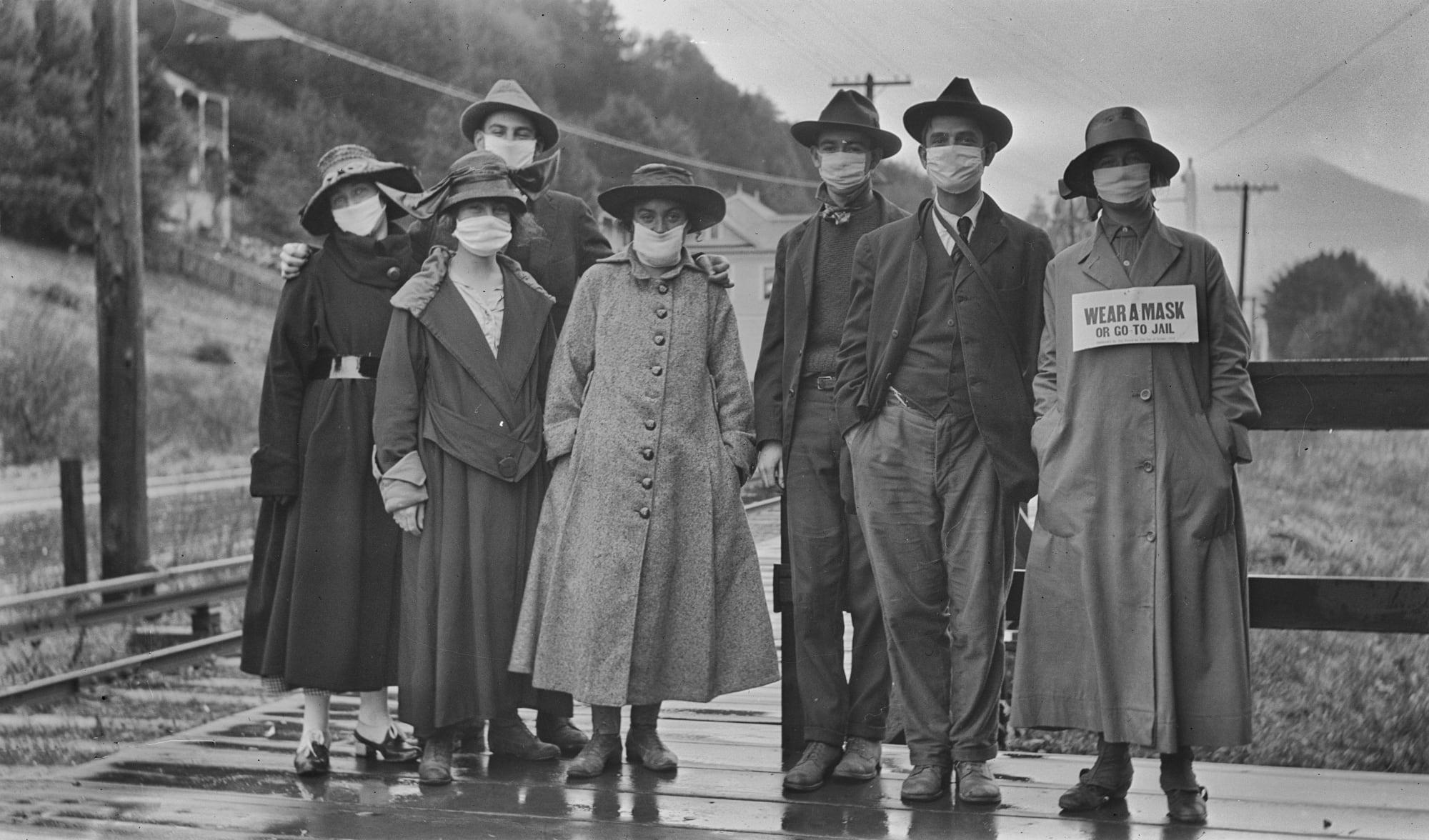 1918 people wearing masks