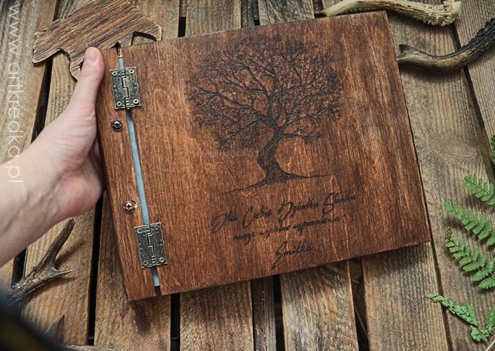 Personalizowany Album Na Zdjecia Drewniany Album Na Zdjecia Z Drzewem Album W Drewnianej Oprawie Pracownia Kredka