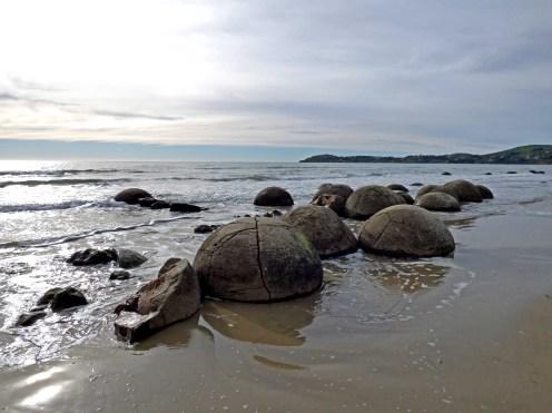 78-Moeraki-boulders