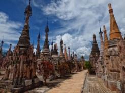 Kakku-les différentes couleurs de stupas