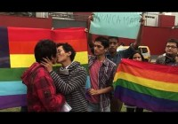 In Peru, gay couples kiss to protest media censorship (June 2015)