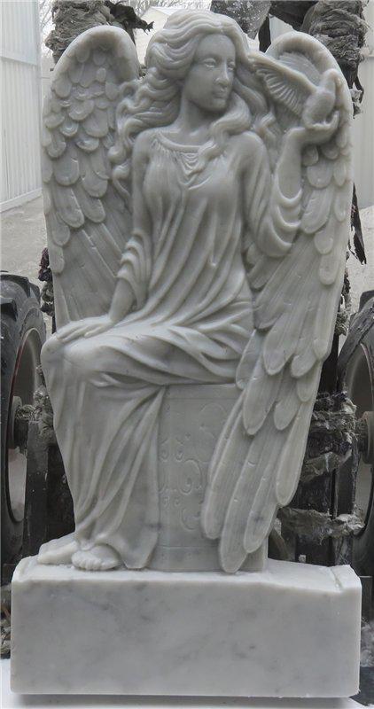 Скульптура из мрамора: Сидящий ангел с голубем