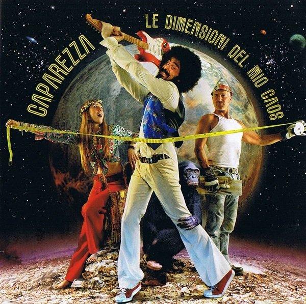 Caparezza in un viaggio nel caos temporale tra Hendrix e Kubrick