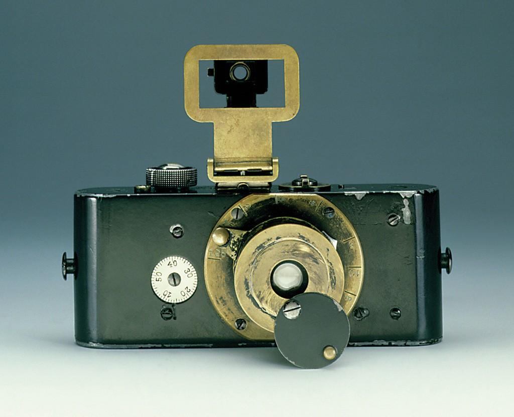 Fig. 1 Ur Leica