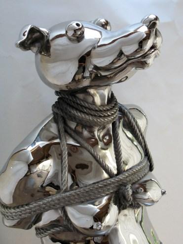 Jouir sans entraves, 2008. 8 exemplaires. Bronze et nickel. Hauteur 80 cm + socle de 80 cm.