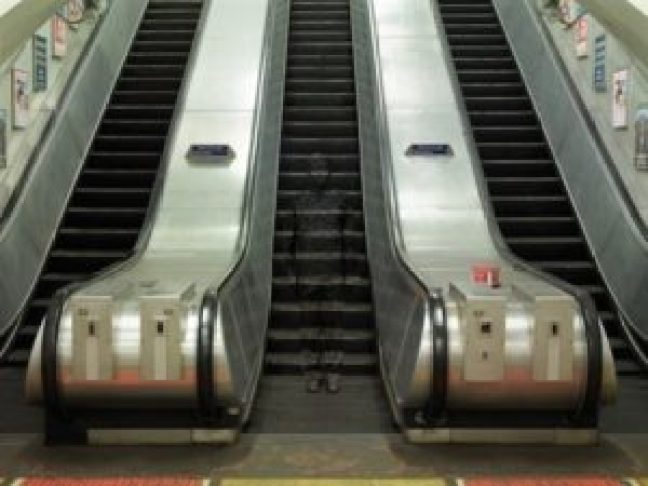 liu-bolin-hiding-in-london-no.-3-—underground-escalators