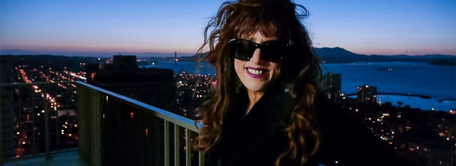 Roberta Donnay is a recording and touring artist, an award-winning singer-songwriter, producer, composer, arranger and coach.