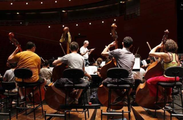 National Youth Orchestra of Iraq members rehearsing in Aix-en-Provence, France, in 2013. Image: