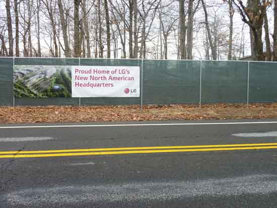 2-lane Hudson Terrace, one of two thoroughfares between LG construction site and Palisades Interstate Park Photo by Lee Rosenbaum