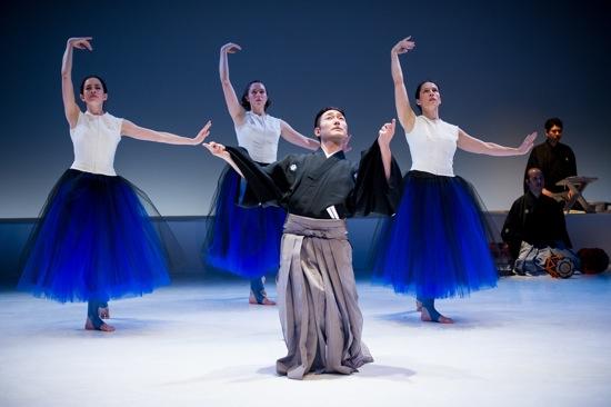Kuniya Sawamura and (L to R) Jennifer Lafferty, Lindsay Clark, and Julie Alexander in Yasuko Yokoshi's Bell. Photo: Ian Douglas