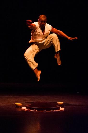 Souleymane Badolo aloft in his Buudou, BADOU, BADOLO. Photo: Ian Douglas