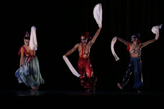 TNUA dancers (L to R) Hsu Tzu-ching, Huang Li-chieh, and Lin Zheng-xin in Lin Hwai-min's Milky Way. Photo: Gregory Yamamoto
