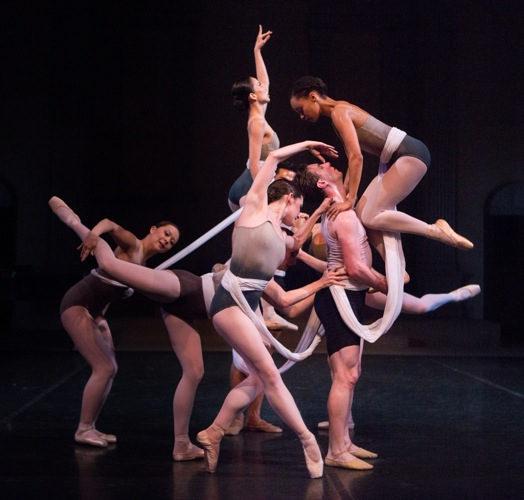Gemma Bond's Cat's Cradle. Entangled (L to R): Rie Ogura, Alexis Branagan, Mayu Oguri (above Branagan), Stephen Campanella, Nayomi Van Brunt, and Amanda Treiber (hidden). Photo: Yi-Chun Wu
