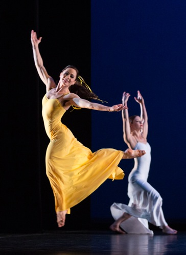 Eran Bugge (L) and Laura Halzack in Martha Graham's Diversion of Angels. Photo: Yi-Chun Wu