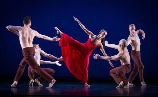 Martha Graham's Diversion of Angels. Parisa Khobdeh surrounded by (clockwise from L.): Sean Mahoney, Michael Novak, George Smallwood, and Michael Trusnovec. Photo: Yi-Chun Wu