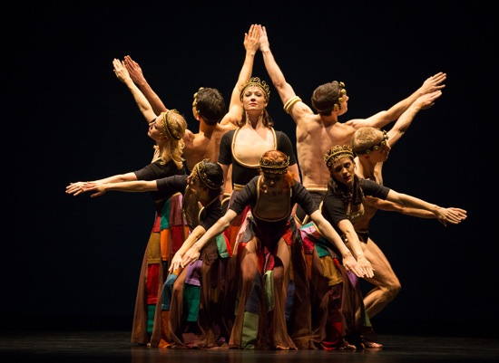 Paul Taylor's Images. Laura Halzack center and, clockwise from center front: Heather McGinley, Madelyn Ho, Jamie Rae Walker, Francisco Graciano, Robert Kleinendorst, Michael Trusnovec, and Eran Bugge. Photo: Yi-Chun Wu