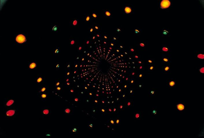 Paolo Scirpa - Espansione cosmica intermittente, 1975. Particolare. Legno+alluminio+punti neonici colorati+specchi,45x45x45 cm. Collezione privata, Roma