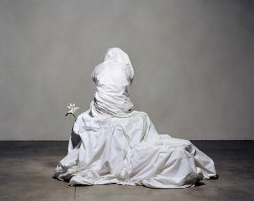 Julia Krahn - Melancholie mit einer Lilie, 2011 © Julia Krahn