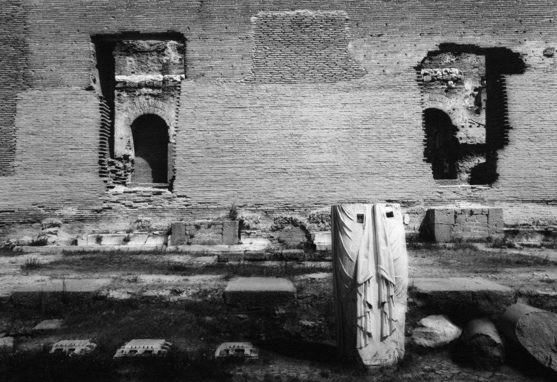 Tempio di Serapide, Pergamo 1993 - © Mimmo Jodice