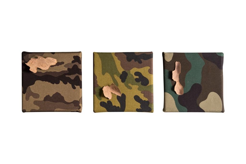 Cristina Volpi, Mimetica-Organica, trittico,2016, corteccia su tessuto mimetico intelato, 15x15 cm