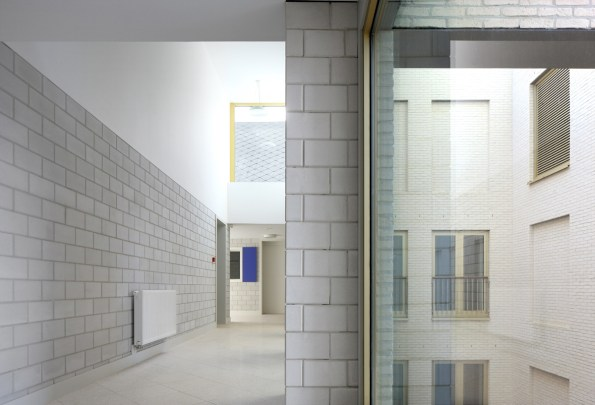 Filip Dujardin_ Housing and Social Center, de Vylder Vinck Taillieu, DRDH Architects (4)