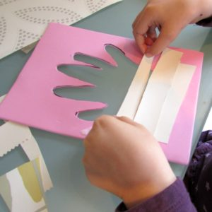 Arty Crafty Kids - Wallpaper Handprint