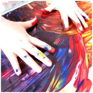 Arty Crafty Kids - Art - Toddler fingerpainting on tinfoil