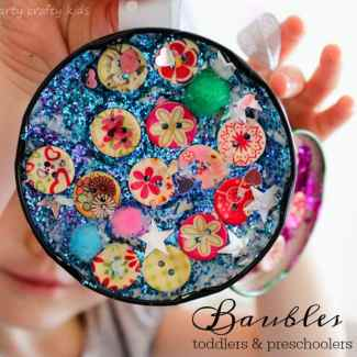 Arty Crafty Kids - Craft - Kids Christmas Craft - Jar Lid Baubles Easy Christmas Craft