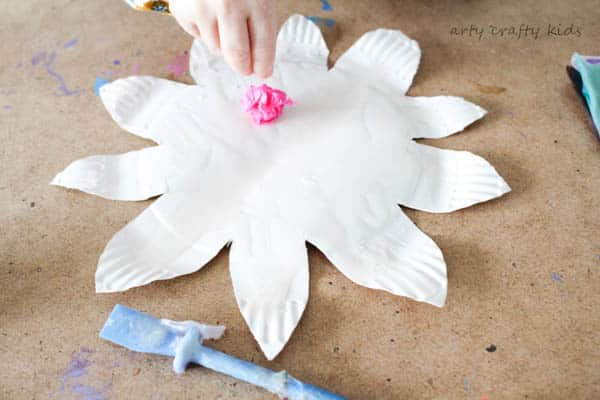 Arty Crafty Kids | Craft | Colourful Spring Paper Plate Flower Craft