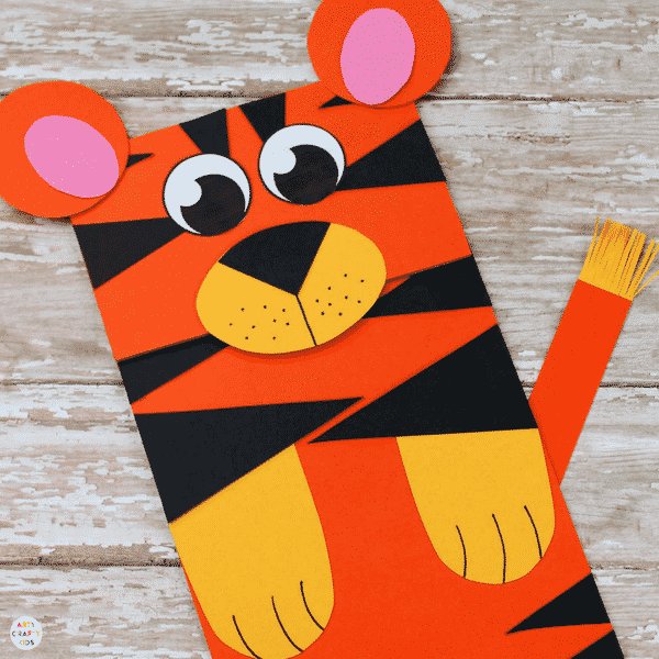 Arty Crafty Kids | Craft Ideas for Kids | Paper Bag Tiger Craft - A fun and interactive tiger craft for kids. Great for story telling and imaginative play #kidscraft #craftideasdforkids #funcraftsforkids #animalcrafts