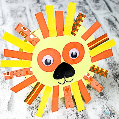 Arty Crafty Kids | Craft Ideas for Kids | Lion Fathers Day Card for Kids to make for their Dads, with a free template included.
