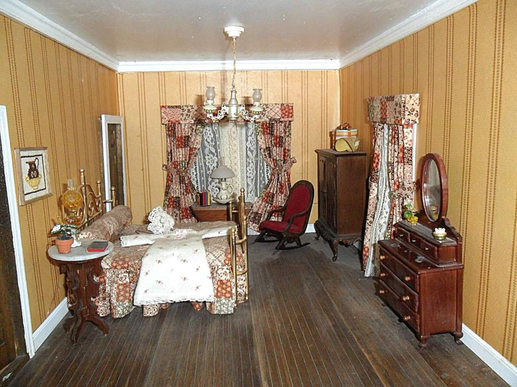 Picture of Old Fashioned bedroom in doll house