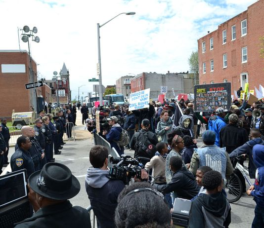 Freddie Gray protest at the Baltimore Police Department Western District building at N. Mount St. and Riggs Ave. Photo credit: Veggies, Wikimedia Commons