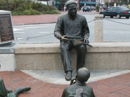 Sculpture of the writer Alex Haley with three children surrounding him while he reads them a book.