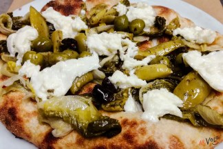Special pizza scarola olive pomodori verdi mozzarella