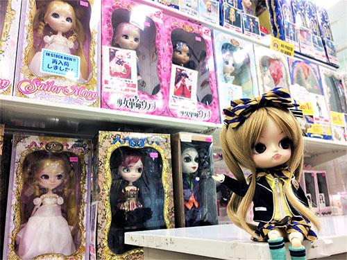 Dal Manuel Azone Label Shop Exhibition