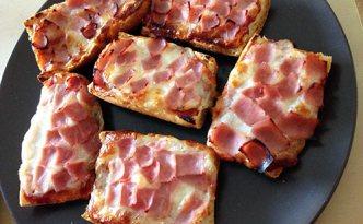 Bruschettas pizza mozzarella