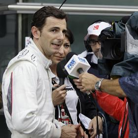 Pedro hablando a la prensa