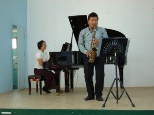 Ten Yeen accompanies her colleague Aung at a concert they organized for Dr. Joanna Biermann.