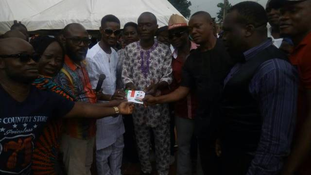 The APC defectors being received by PDP at Onicha Olona